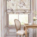 Мягкий стул на кухне классического стиля