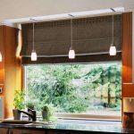 Подвесные светильники на потолке кухни