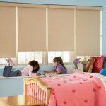 Дизайн детской для девочек с рулонными шторами