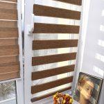 Коричневые полосы рулонных штор с леской