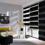 Черно-серые шторы рулонного типа