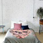 Интерьер спальни с матрасом для сна