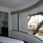 Кассетные шторы на створках окна дугообразной формы