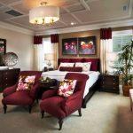 Комбинирование бордового и кремового цвета для интерьера спальни