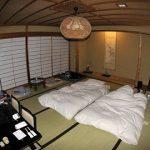 Комната в японском стиле с матрасами для сна