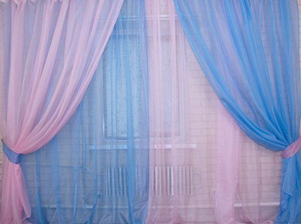 Розовые и голубые шторы