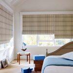 Крепление риских штор к раме окна в спальне