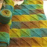 Начатое вязание в стиле энтерлак