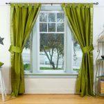 Необычные переливающиеся шторы в зеленом цвете