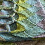 Оригинальный шарф с кисточками