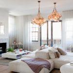 Потолочные карнизы для штор в гостиной