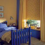 Детская кроватка синего цвета