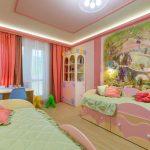 Прямые розовые шторы с тюлью в комнату для деток