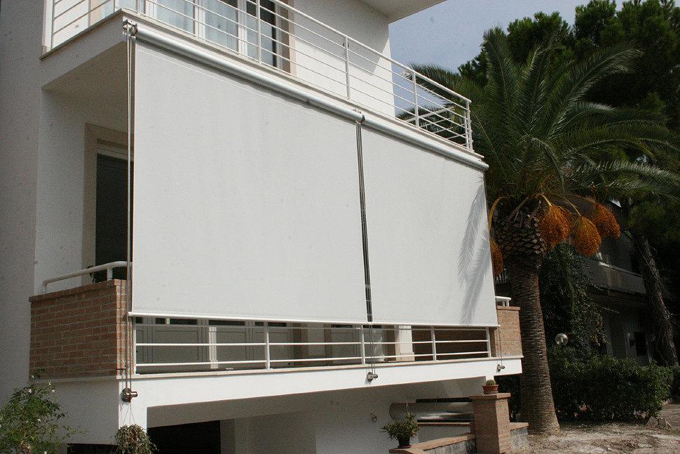 Затенение балкона с помощью рулонных штор