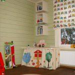 Деревянный пол в детской комнате частного дома