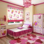 Ковер из сердечек на полу детской комнаты