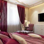 Роскошная и изысканная спальня с красно-бордовыми шторами и белой мебелью