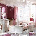 Розовые шторы в спальне принцессы
