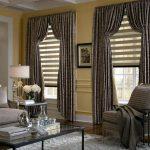 Декорирование окон гостиной комбинированными шторами