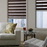 Декоративные подушки с орнаментом оливкового цвета
