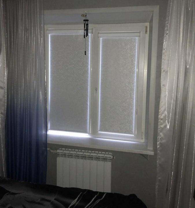 Пример светопроницаемости белой шторы блэкаут