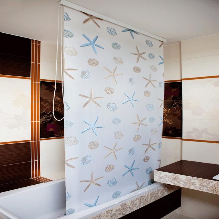 Рулонная штора в интерьере ванной комнате