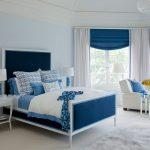 Сочетание белого и голубого - отличный вариант для спальни
