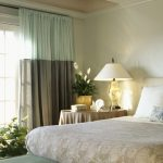 Сочетание ментола и серого в одном полотне для спальни