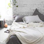 Спальня в силе лофт без традиционной кровати