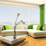 Стильная гостиная с шторами и подушками в тон