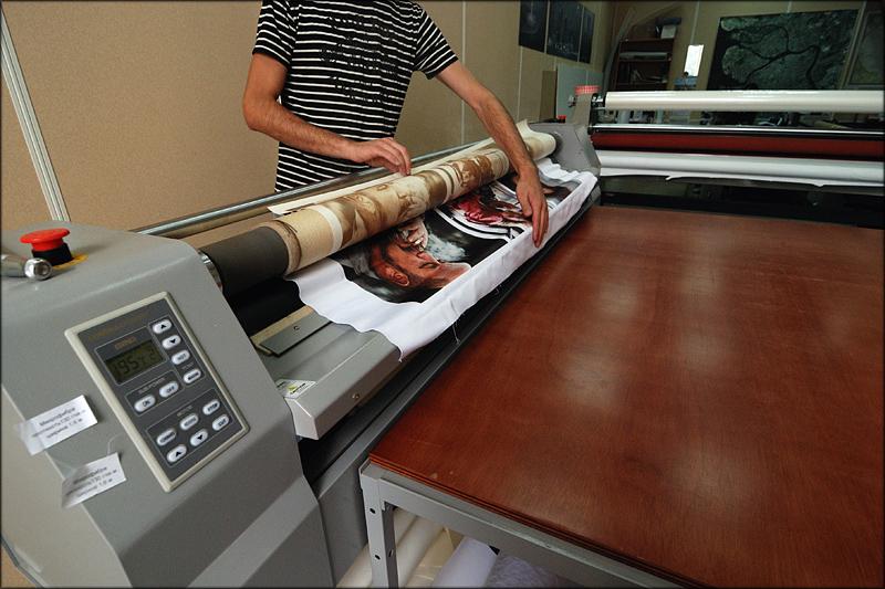 Изготовление рулонных штор с фотопечатью на специальном оборудовании