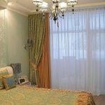 В спальне уместны комбинированные шторы спокойных расцветок