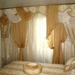 Восточный интерьер штор в спальне