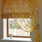 Бамбуковая римская штора в комплекте с занавеской желтого цвета
