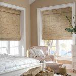 Бамбуковые римские шторы хорошо смотрятся в спальне