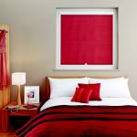 Красная штора на окне детской для девочки