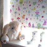 Светлая штора с детскими рисунками