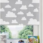 Белые облака на серой шторе