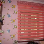 Розовые полоски на шторе день ночь