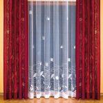 Легкие шторы на настенном карнизе