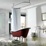 Гардина на трубчатом карнизе в интерьере ванной