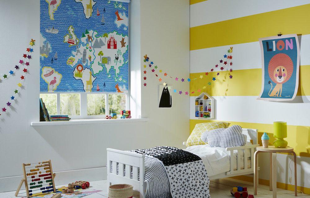 Карта на полотне рулонной шторы в детской