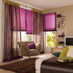 Комбинирование рулонных штор и классического тюля для окна в гостиной