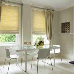 Комплект римских и классических штор в уютную столовую