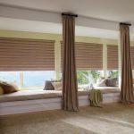 Коричневые каскадные римские шторы для диванчиков вдоль окон