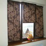 Коричневые роликовые шторы для пластиковых окон