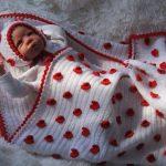 Красивое одеяло на выписку с сердечками
