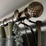 Латунный карниз с красивыми фигурными наконечниками
