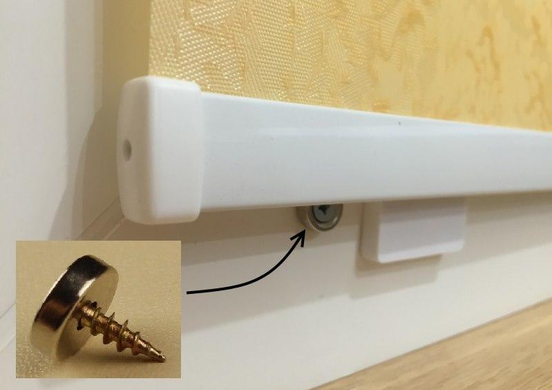 Установка магнита для фиксации утяжелителя рулонной шторы