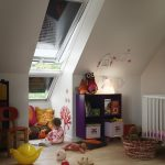 Игровая комната для малыша в мансарде дома